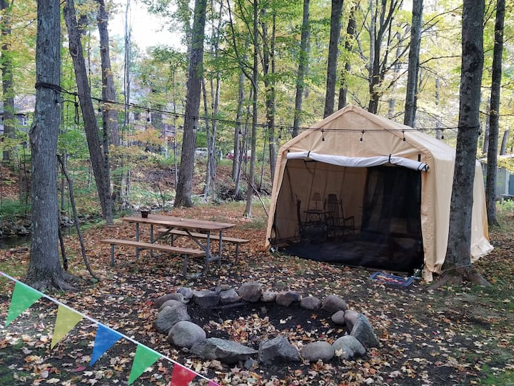 Brookside Glamping Garage with Teepee tent