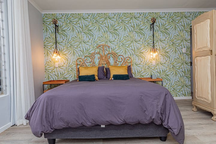 Bedroom - 1st main with ensuite  (lower level)