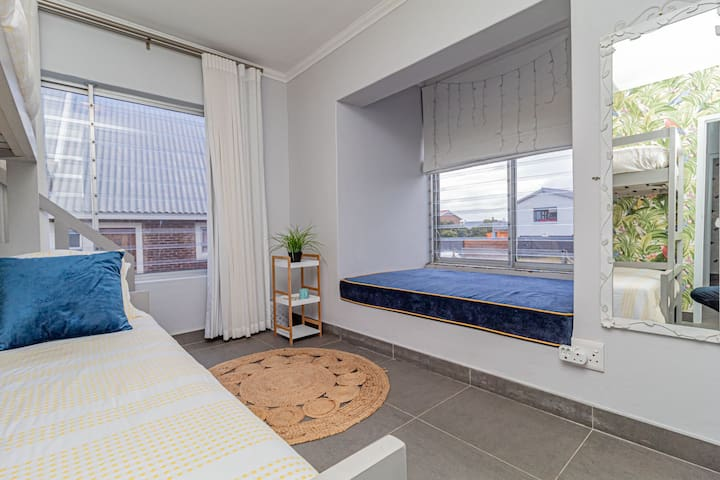 Bedroom - Lisa (lower level) - 1 x double bed & 1 x single bunk bed on top