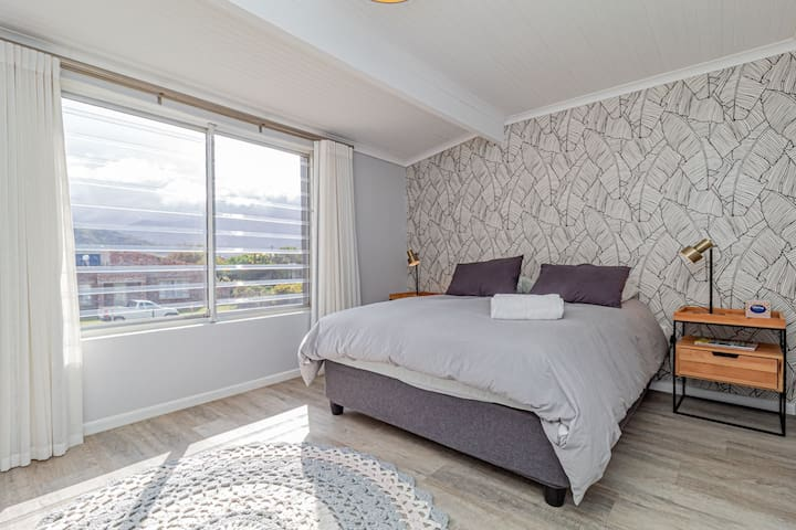 Bedroom 2nd Main (upper level) - 1 x double bed
