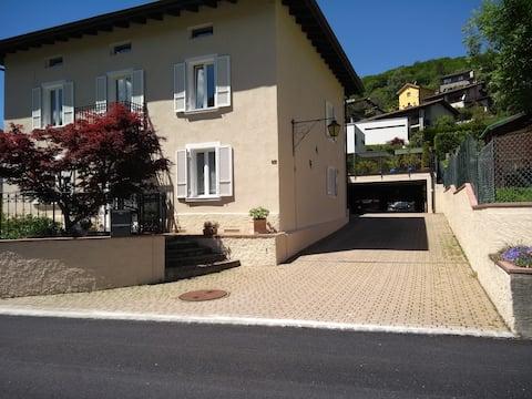 Feriehus Regina med have og terrasse