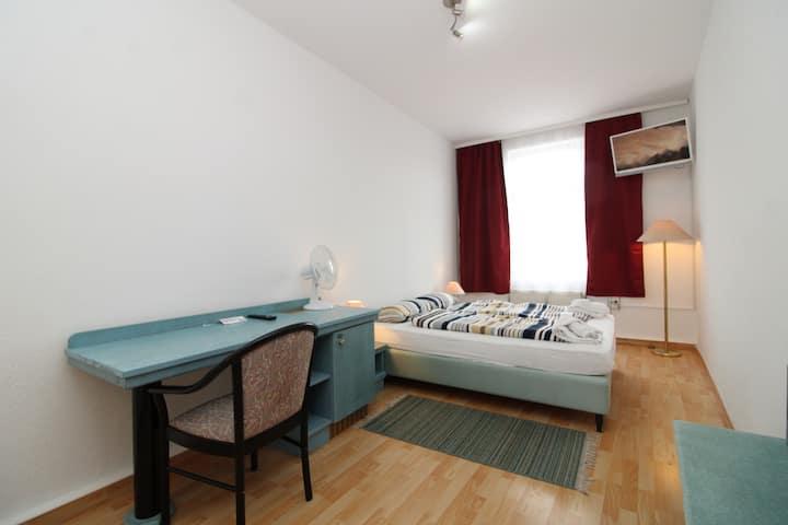 Double-Room-Eco, Space Hotel im Campus (#409)