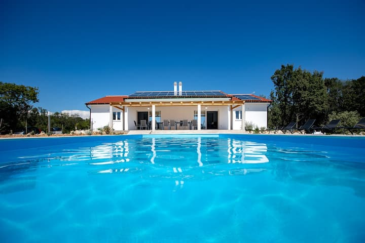 SUNNY ESCAPE SEA VIEW VILLA RAB with heated pool