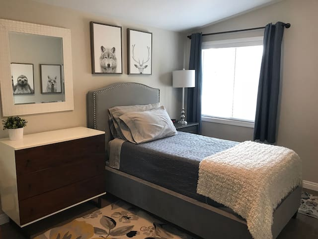 Private room in clean, remodeled home
