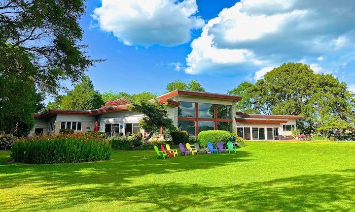 Wiseacre MidCentury Lake Estate: Near Beach & Bay