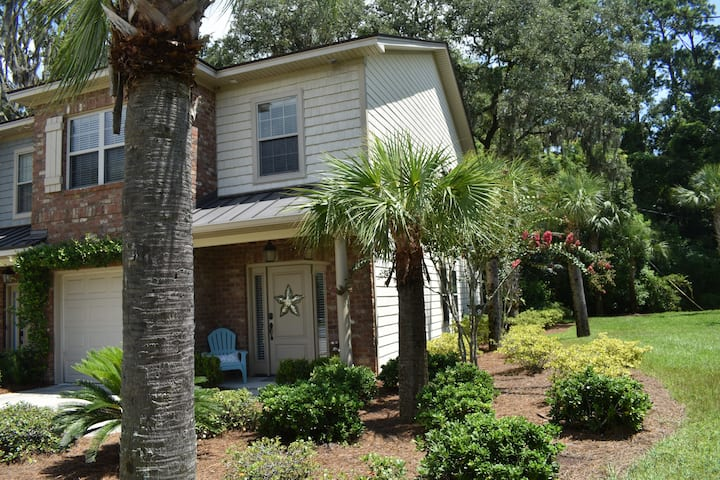Newer Construction End Unit Town Home with Pool!