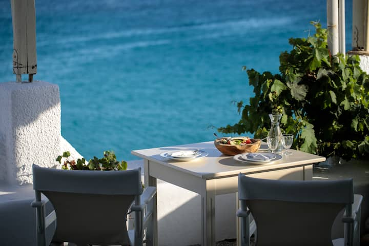 Avali Deluxe Suite, just a step to the beach