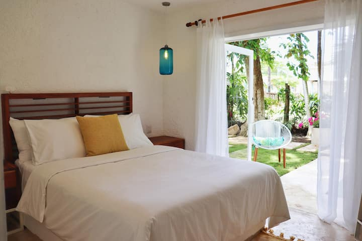 ★Esmeralda Guest Room★ from Casitas Bacalar