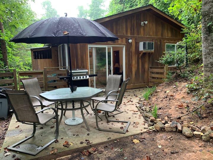 Beautiful priv. cabin near town-kids/pets welcome!