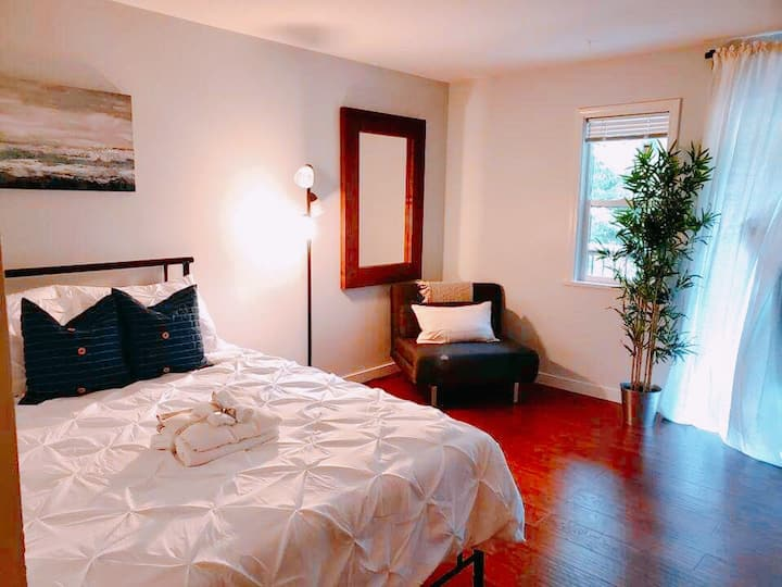 ♥ Steps to Harrison Lake| Kitchen | FREE Parking | 35% Discount on Monthly Stays♥