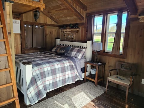 Couple's Cabin at Lakeview