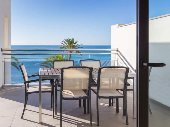 Spacious apartment with views in a tranquil area