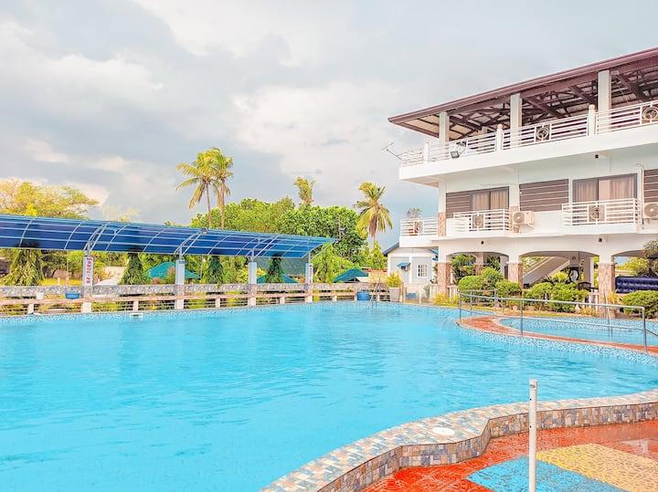 Beachfront resort w/ 200 sq m & 6 ft swimming pool