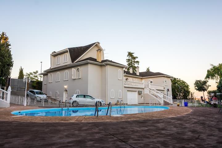 Magnifica Casa Mansión alquiler íntegro con vistas