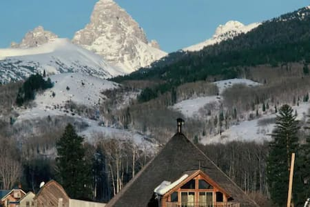 Mountain Lodge in the Teton Valley | Queen Room