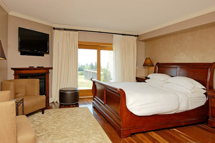 Accessible Lakeview Terrace Room at Eganridge