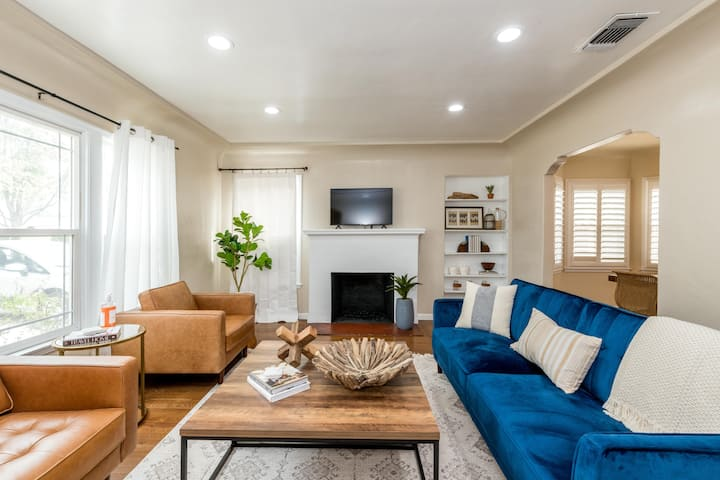 Comfy 3 Bedroom, 2 Miles to Fresno Airport