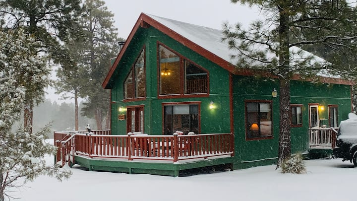 Peaceful family cabin with  trails & lakes nearby
