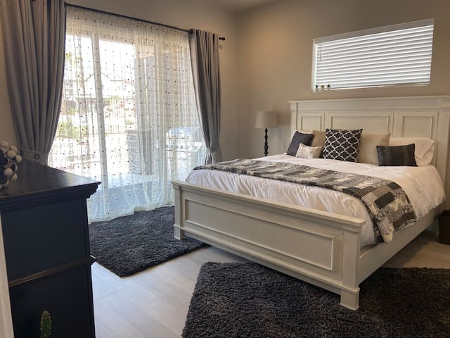 King Master Suite on Main