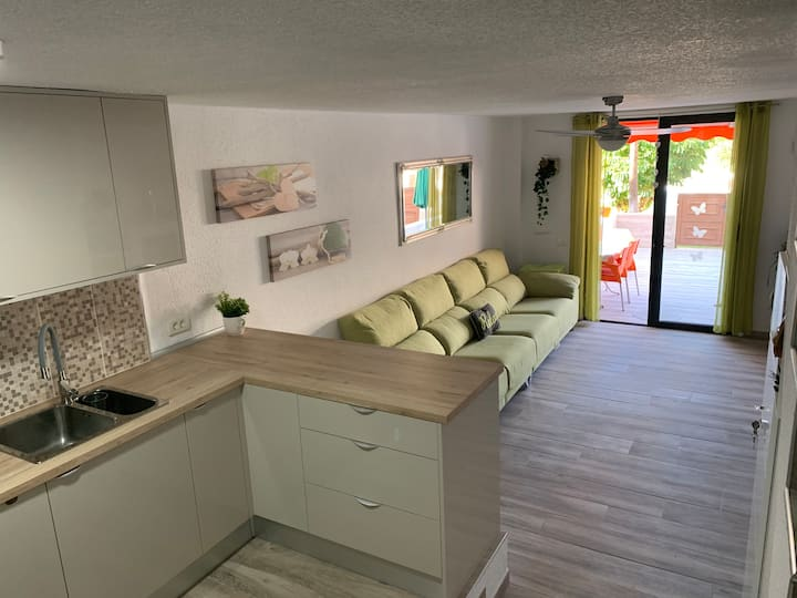 Modern 2 bed Near to sea with big patio. Americas