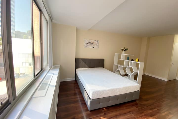 Long-term lease. Furnished studio by Rosslyn metro