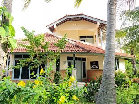 Villa NurAini - 2 BR Villa in front of Anyer beach