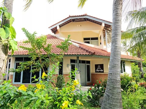 Villa NurAini - 2 BR Villa depan pantai Anyer