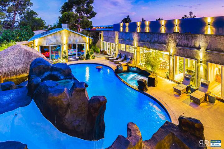 Spectacular 12Bd12BA House w/ Sports Court & Pool