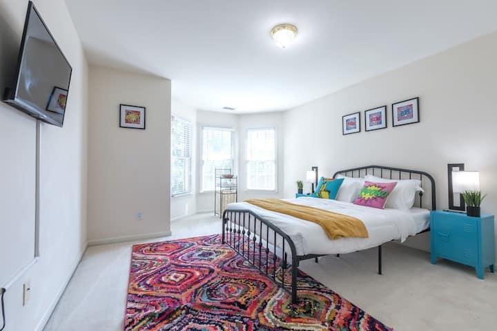 Pop Art Themed Luxe Stay Bedroom #3