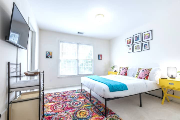 Pop Art Themed Luxe Stay Master Bedroom #2