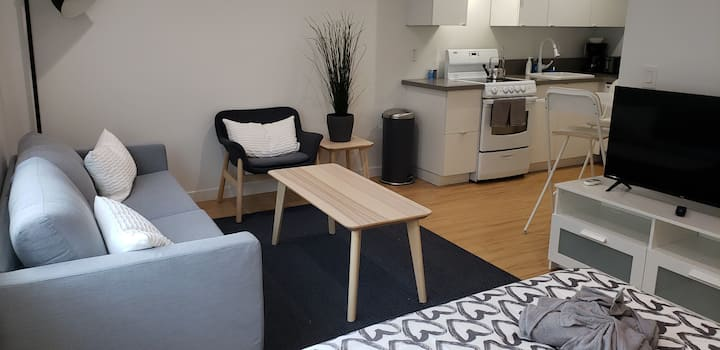 Cosy West side studio, Sawtelle area with fastWiFi