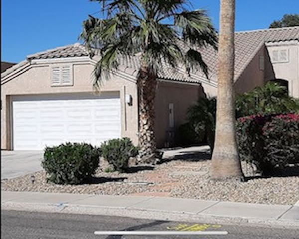 Bullhead City 3 Bedroom!  Private Launch, & Beach!
