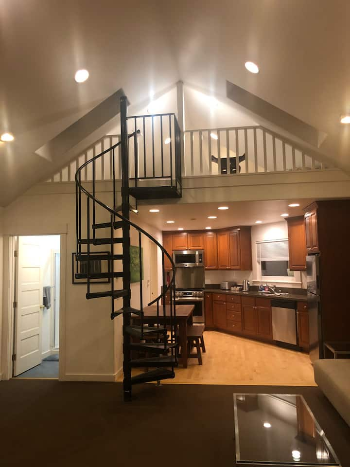 Modern Studio w/ Small Loft - Historic Pt Richmond