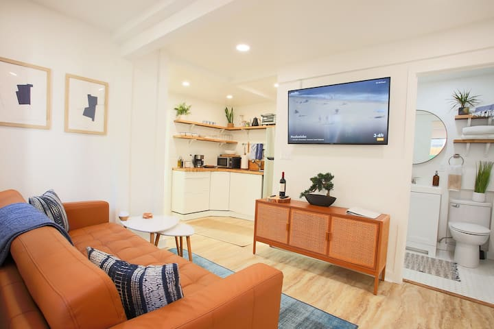 Stylish/Modern 1BR. Steps to Little Italy/Downtown