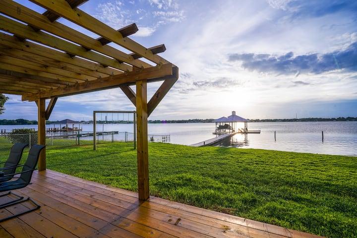 Modern Lakehouse on Lake Clay