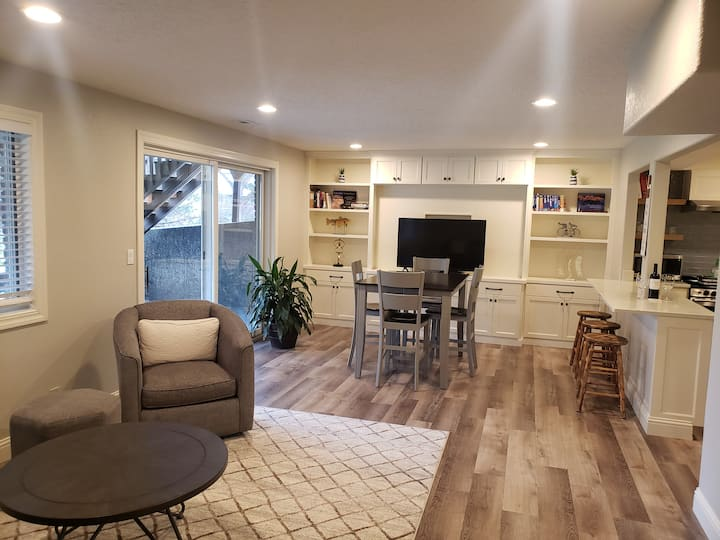 The Forrest Retreat- Remodeled Guest Apartment