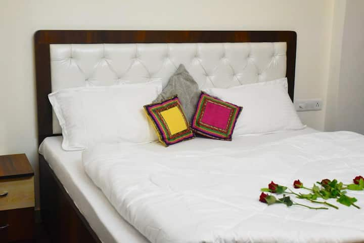 Fully Furnished Wooden Floor Hotel Style Flat