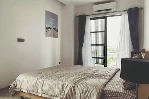 Modern 1BR Apartment - Conveniently Located ★