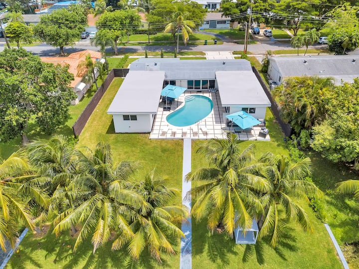 ***Luxury Lake Front Miami House, MUST SEE***