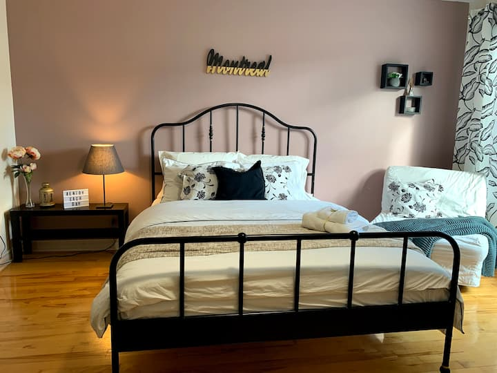Montreal master bedroom