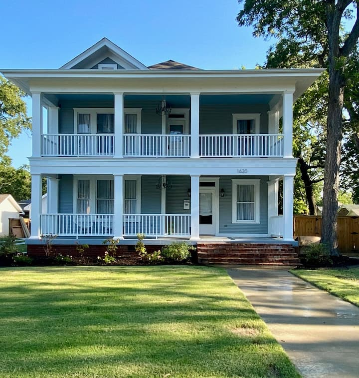 Double Gallery House located in Historic Conway