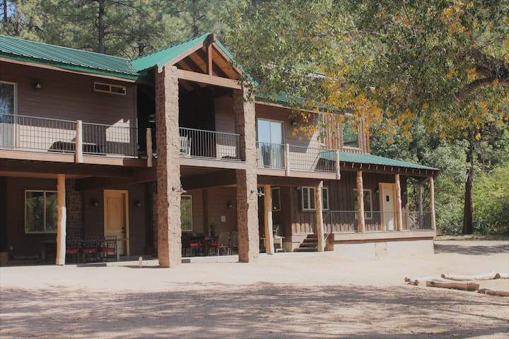 End of the Road Lodge Young, Arizona