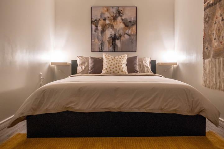 Cozy & Tasteful 1 BDRM Suite