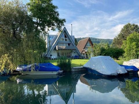 Komfortables Ferienhaus direkt am See