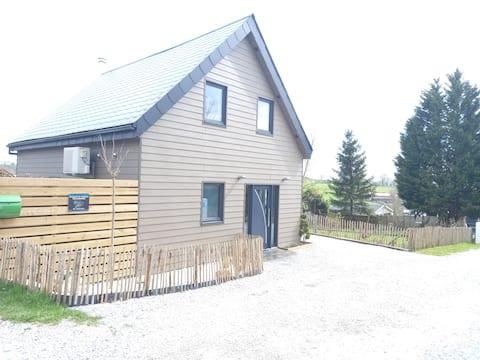 Eau d'Heure gölleri yakınında bir kulübe