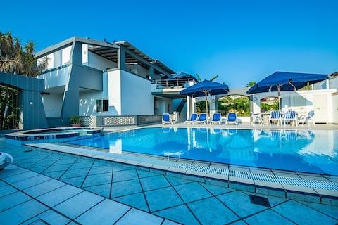 Apartament tipus estudi amb piscina compartida