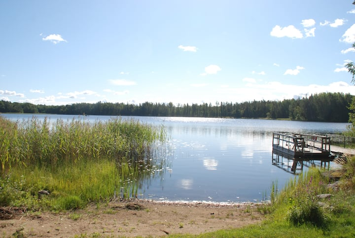 Beach house and sauna 40 minutes from Stockholm
