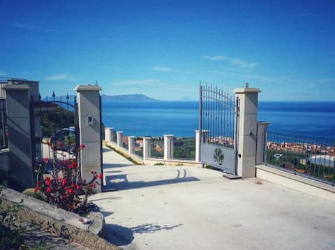 Villa 1,5km From the Sea whit a fantastic view
