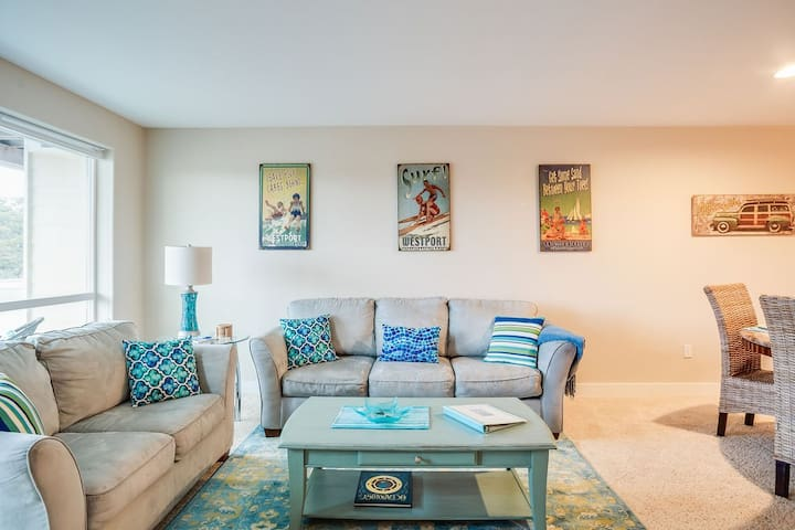 ☀Stylish 2BR @Beach~King Bed~Jetted Tub~Dogs ok