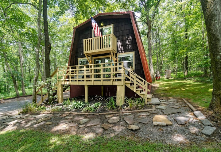 Cabin with Private Lake/Beach, Fire Pit, & WiFi!